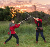 Knights fighting with swords in the last rays of the sun — Stock Photo
