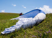 People are going to their first flight on a paraglider — Stock fotografie