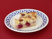 Sponge cake with cherries — Stockfoto