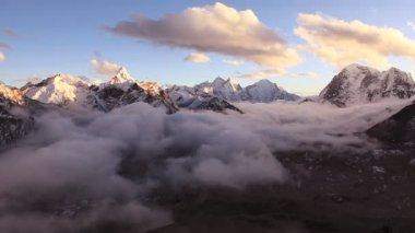Sunrise in Himalayas. — Stock Video