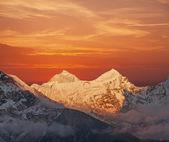 Makalu peak (8463 m) at sunset. — Stock Photo