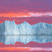 Sunset sky above the glacier. — Foto de Stock