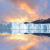 Sunset sky above the glacier. — Stock Photo