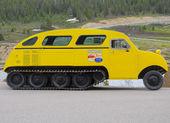 Retro snowmobile. — Stock Photo