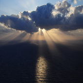 Clouds and rays of sun above the sea. — Stock Photo