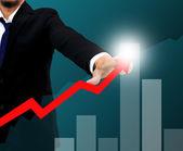 Homme d'affaires, une flèche montante de dessin. concept de croissance d'entreprise. — Photo