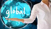 Hält in seiner hand, kreatives konzept global — Stockfoto