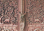 The Carving wood of door at temple — ストック写真
