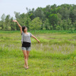 Portrait of beautiful girl in field — ストック写真