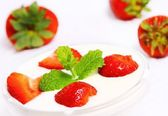 Appetizing strawberries with yogurt and mint — Stock Photo