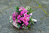 Wedding bouquet of purple flowers — Foto de Stock