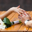 Foto Stock: Lovers couple holding hands
