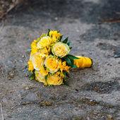 Wedding bouquet of yellow roses — Stock Photo