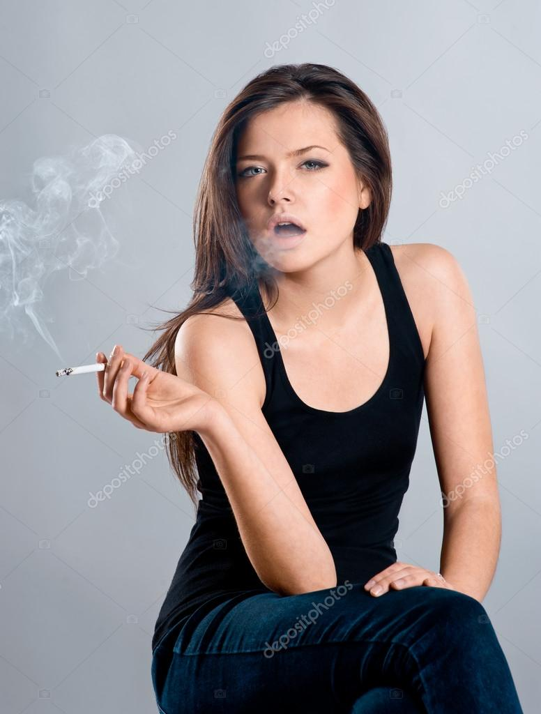 фото красивые девушки курят