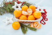 Christmas decoration with mandarins and fir tree — Stockfoto