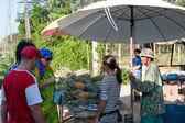 Mogen ananas på frukt marknad — Stockfoto