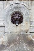 Waterfontein, leeuw hoofd van brons gemaakt — Stockfoto
