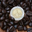 10 baht coin(Thai money) and coffee beans — Stock Photo