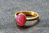 Pink pebble on gold ring — Stock Photo