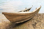 Ruin wooden boat sank on beach — Stock Photo