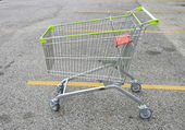Shopping Cart at car park — Stock Photo