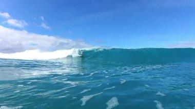 Surfer Riding Blue Ocean Wave Watershot — Stock Video