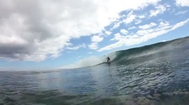 Surfer Gets Barreld On Blue Wave Watershot — Stock Video