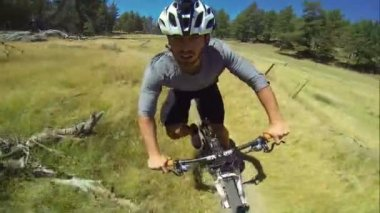 POV Extreme Downhill Mountain Biker On Trail — Stockvideo