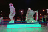 Perm, Rusya - ö. 11 Ocak 2014: Işıklı heykel hokey oyuncusu — Stok fotoğraf