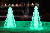 Perm, ryssland - 11 jan 2014: belyst is julgranar i — Stockfoto