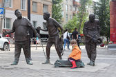 PERM, RUSSIA - JUL 18, 2013: Little girl near city sculpture is dedicated to famous characters of film Caucasian captive. — Stock Photo