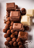 Chopped chocolate with cocoa — Stock Photo