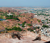 Jaswant Thada and historical cannons on Mehrangarh Fort — Stockfoto