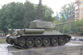 Tank T-34-85 at the entrance to the Central Museum of Armed forces, Moscow, RUSSIA — Stock Photo