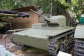 Советский исторический легкий плавающий танк т-38 в центральном музее вооруженных для — Стоковое фото
