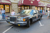 State limousine ZIL-41014 at the rally Gorkyclassic, GUM, MOSCOW, RUSSIA — Stock Photo