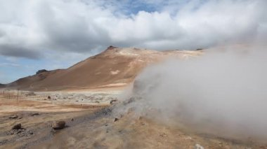Mud pots and hot springs in Seltun geothermal area, Iceland — Stock Video