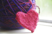Knitted heart and yarn — Stock Photo