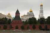 Moscow Kremlin wall, tower and cathedrals — Stock Photo