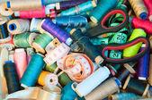 Kuličky, jehly, nůžky a pásky měrné — Stock fotografie