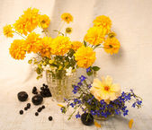 Still life with golden sphere flowers — Stock Photo