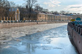 Drifting ice on the Fontanka river embankment in St Petersburg — Stock Photo