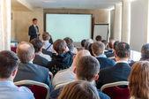 Pessoas sentadas traseira na conferência de negócios — Fotografia Stock