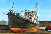 Broken rusty ship standing on the river bank — Stock Photo
