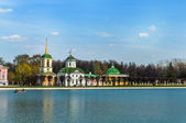 Kuskovo, Moscow, Russia. View on the church from the pond. — Stock Photo
