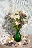 Thistle and lily still life bouquet — Stock Photo
