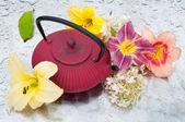 Tea ceremony: tea pot with flowers on a rainy day — Stock Photo