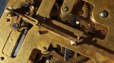 El mecanismo de un reloj viejo — Vídeo de Stock