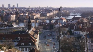 Sunset on Vltava river in Prague with boats. — Vídeo Stock