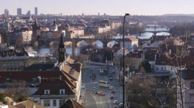 Sunset on Vltava river in Prague with boats. — Vídeo de stock